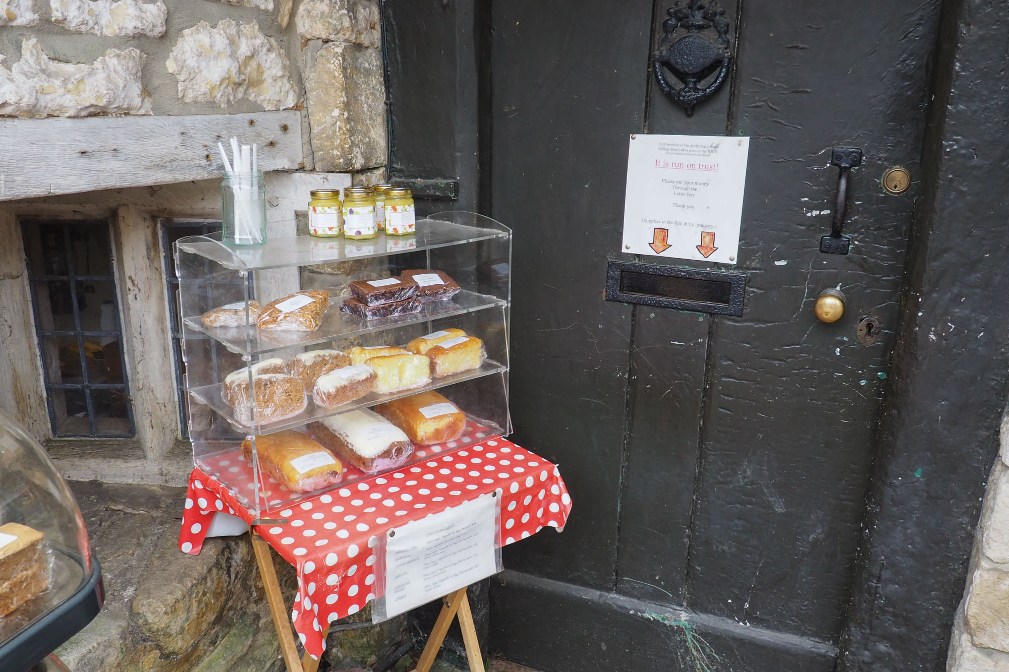 castle-combe cakes