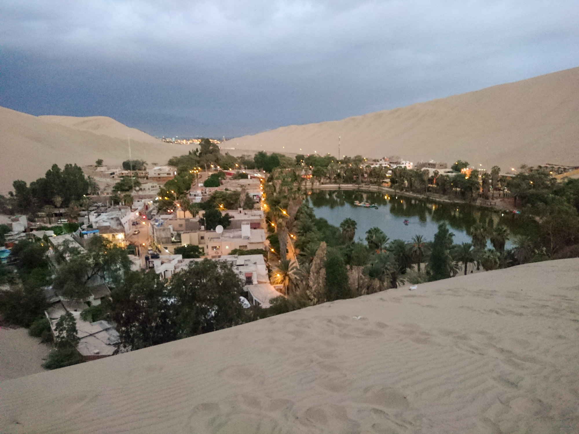 huacachina oasis at night