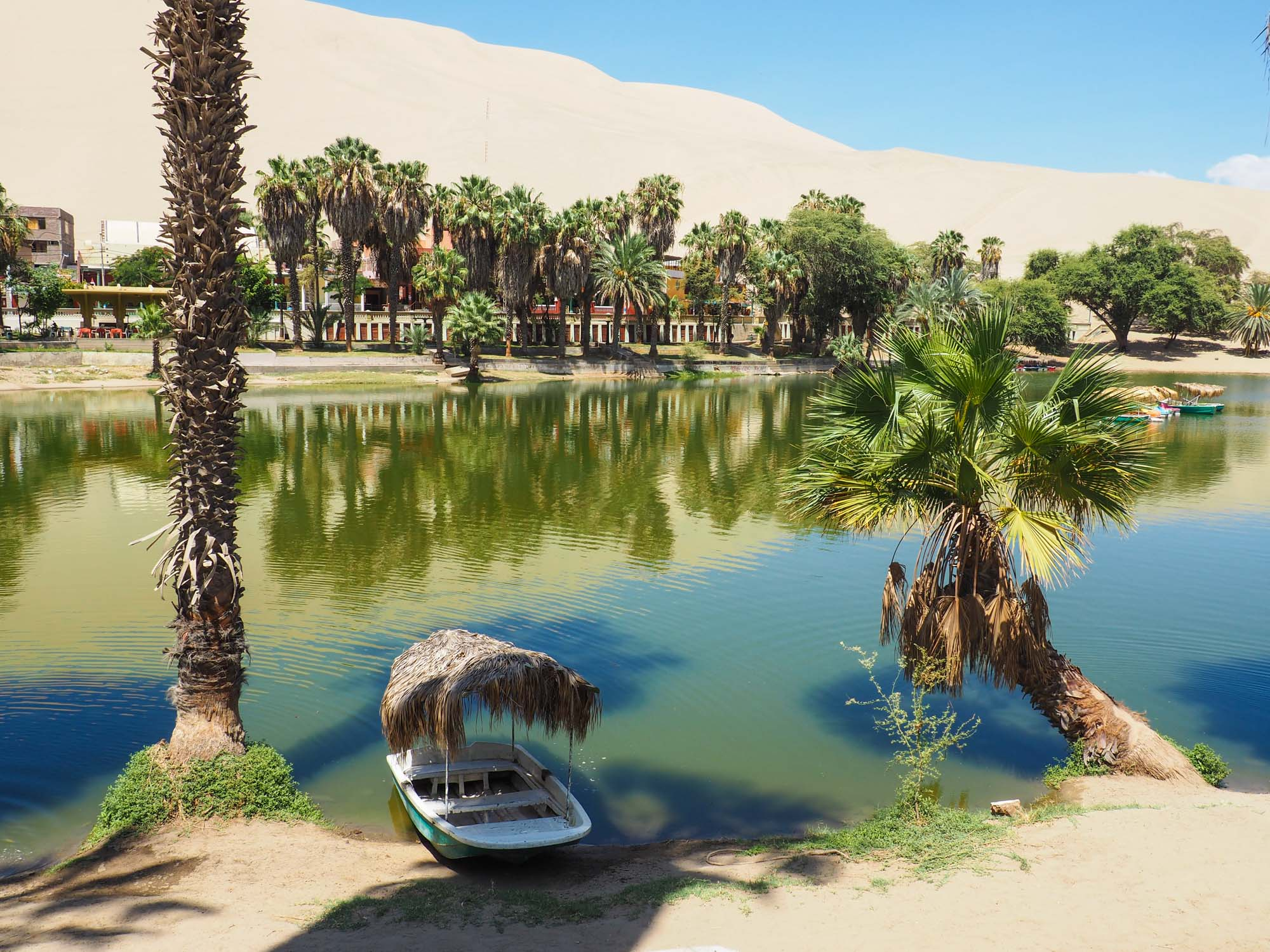 huacachina lake